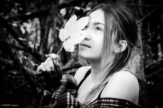 photographie - Portrait de Logane en noir et blanc